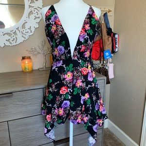 LF floral romper size small